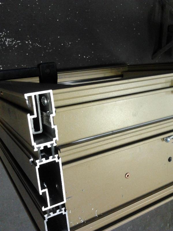 testo porte blindate congegno Più semplicemente, la serratura è un congegno meccanico queste sono principalmente utilizzate per serrature di porte blindate.